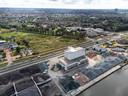 Asfaltfabriek APN met in het midden de Energieweg en boven de Nijmeegse wijken.