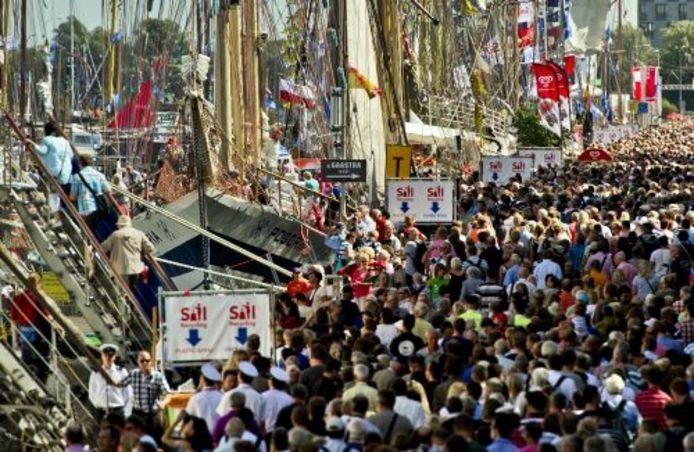 In Amsterdam is het vrijdag een drukte van belang tijdens Sail 2010. ANP