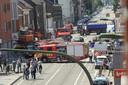 De vrachtwagen richtte eerst een ravage aan op de Leuvensesteenweg voor hij de gevel van het ING-filiaal doorboorde.