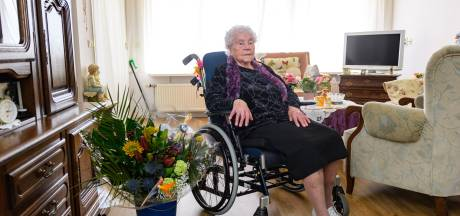 Oudste inwoner van Enschede blaast 107 kaarsjes uit: 'Het is niet altijd makkelijk'