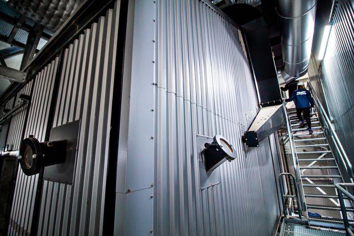 De verbrandingsinstallatie, waar de temperatuur binnenin permanent 975 graden celsius is.