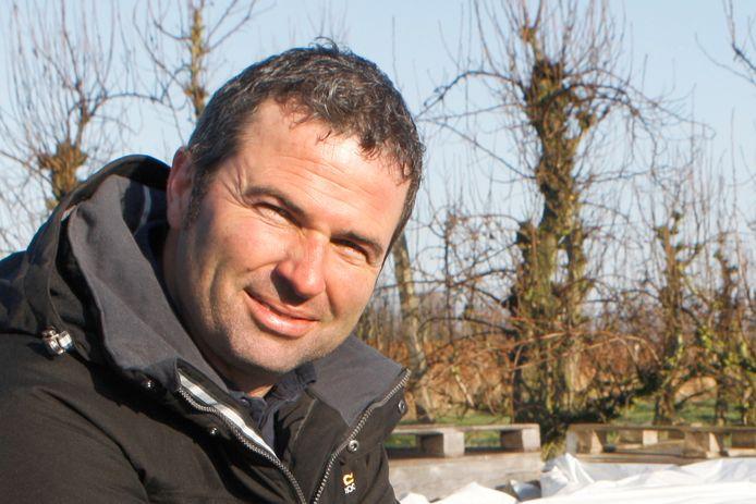 De komende dagen wacht Mario Vanhellemont samen met een hoop andere fruittelers bang af wat betreft de weersomstandigheden.
