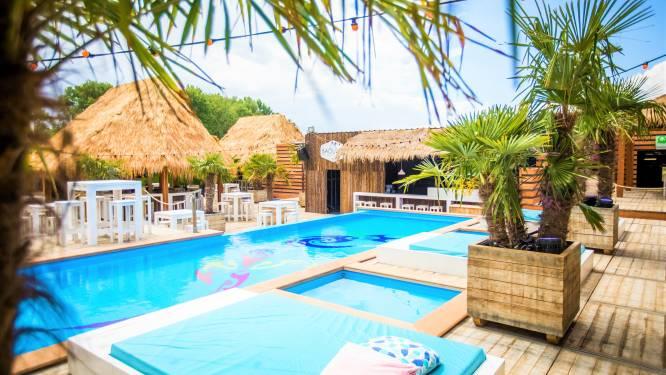 """Beachclub Baouzza stopt ermee, inventaris op veilingwebsite geplaatst: """"Alsof je huis te koop staat"""""""