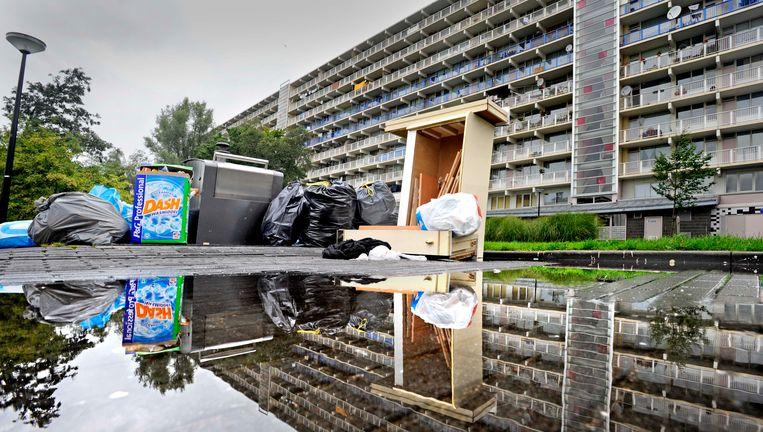 Hoogbouw in de Bijlmer in Amsterdam. 'Arbeiders moesten een riante flatwoning krijgen in een groene omgeving. Maar de Bijlmer liep al snel dood.' Beeld Raymond Rutting/de Volkskrant