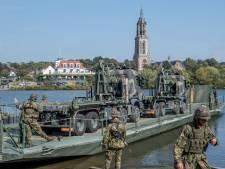 Het leger steekt de Rijn over tijdens oefening: 'Door stroming realistischer oefenen'
