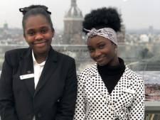 Zij zijn 11 en 13 jaar en runnen het Hilton vandaag