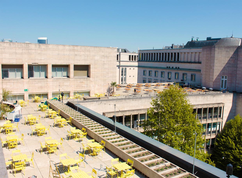 Eten en drinken, resident dj's én een waanzinnig uitzicht, albert.culture op het dak van de 'Albertina' is Brussels hoogst bewaarde geheim. Beeld FILIP FRANSEN