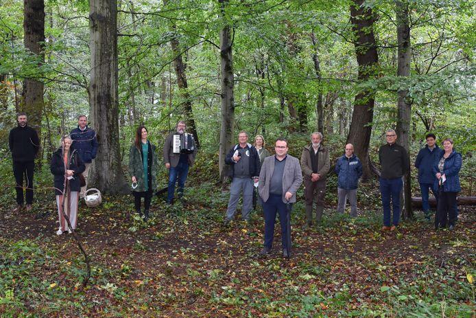 De muzikale vertelwandeling en verhaal voor onderweg 'Fietsjefatjerie' werd voorgesteld op kasteeldomein De Lovie.