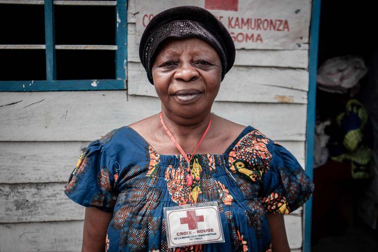Marie is Goma ontvlucht en werkt als vrijwilliger voor het Congolese Rode Kruis. Ze helpt ouders hun kinderen terugvinden, die ze vaak zijn kwijtgespeeld in de vlucht uit de stad. In de ontstane chaos zijn volgens VN-kinderrechtenorganisatie Unicef al minstens 170 families kinderen verloren. Beeld AFP