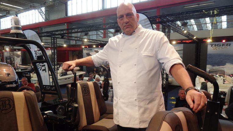 Chef-kok Herman den Blijker in zijn nieuwe boot.