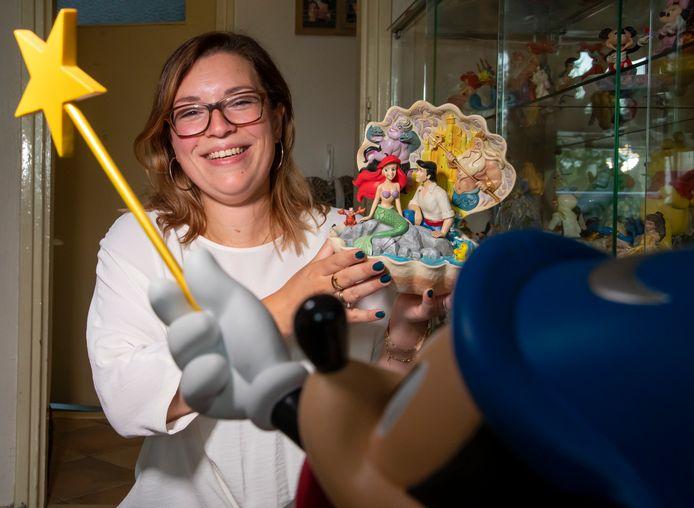Felicia Droogsma is maandelijks in Disneyland Parijs te vinden en gaat met tassen vol spullen weer richting Nijkerk.