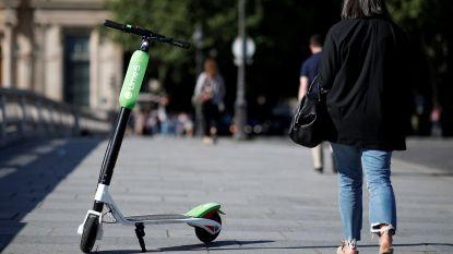 Burgemeester Parijs verbiedt parkeren van elektrische steps op voetpad en wil dat snelheid naar beneden gaat