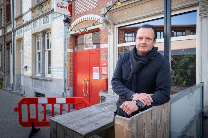 WILLEBROEK Gunther De Buck op het terras van café Poutrel