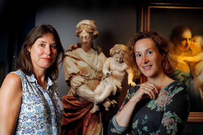 Gastconservator  Irene Constandse (links) en projectleider Katja Weitering.