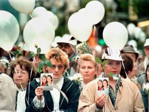 """Il y a 25 ans, 300.000 personnes défilaient dans les rues de Bruxelles pour la """"Marche blanche"""""""
