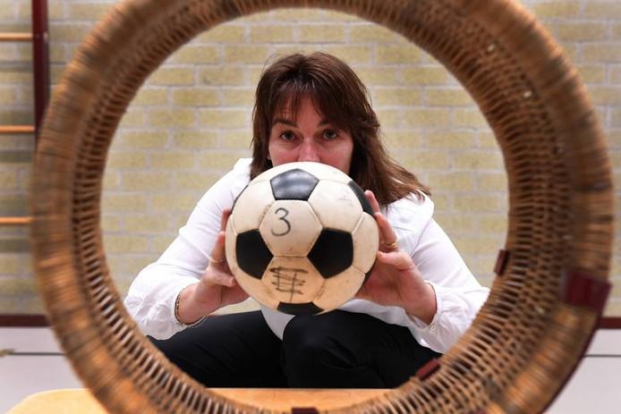 Ellan Kooijmans is al bijna 40 jaar lid bij korfbalvereniging Quick-Up. Foto Ed van Alem