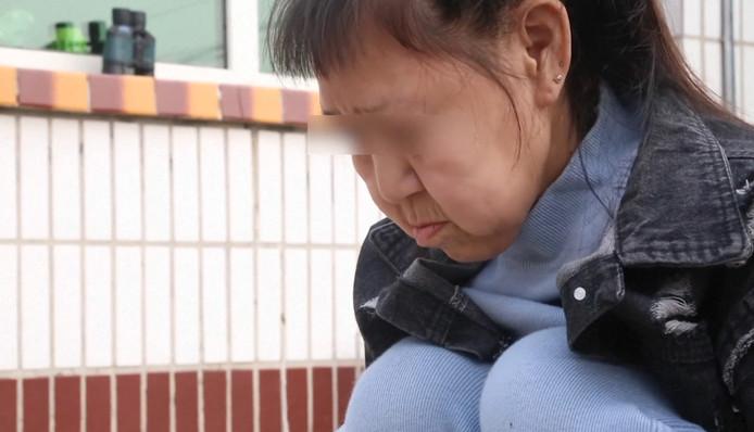 La jeune Xiaofeng, 15 ans, a le visage d'une sexagénaire