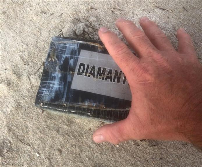 """Le paquet de cocaïne retrouvé sur la """"Paradise Beach"""" à Melbourne, en Floride."""