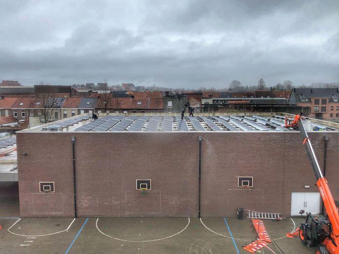 De zonnepanelen op het dak van Ten Doorn.