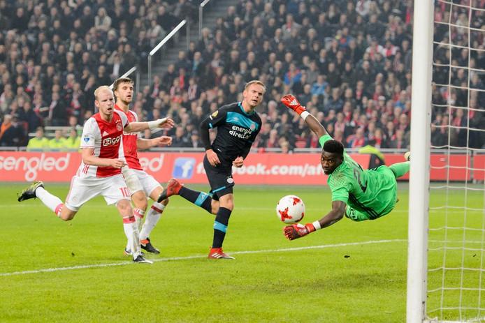 Siem de Jong met de gelijkmaker voor PSV.