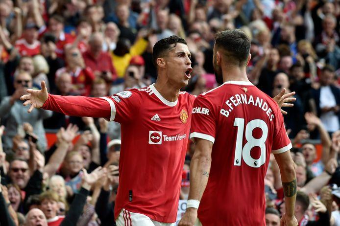 Cristiano Ronaldo viert zijn goal met Bruno Fernandes.