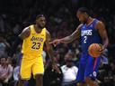 LeBron James (LA Lakers) en Kawhi Leonard (LA Clippers) bij de opening van het nieuwe seizoen in de NBA.