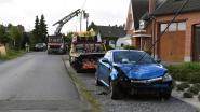 Man rijdt tegen elektriciteitspaal op 50 meter van eigen huis