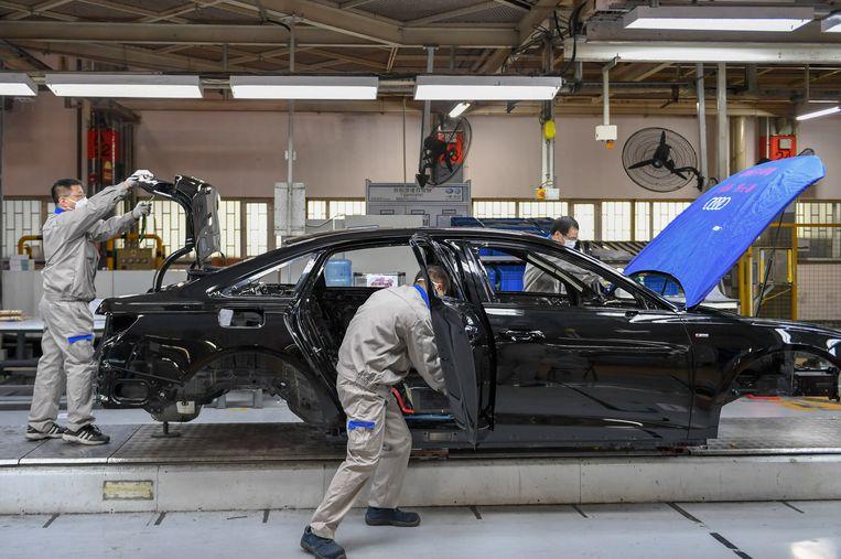 In een fabriek van FAW-Volkswagen in Changchun wordt de Audi A6 gebouwd.  Beeld AP