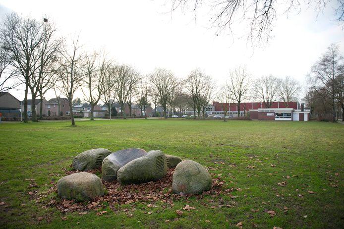 Naast Sporthal Hoogerheyne komt een beachveld te liggen.