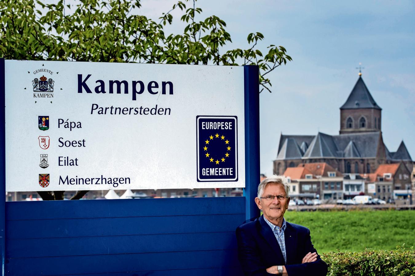 De partnersteden van Kampen. Op de foto ook Teun de Man, voorzitter van de Stichting Kampen Internationale Samenwerking