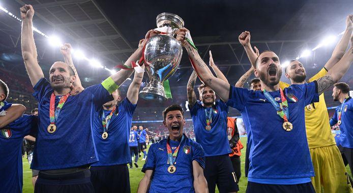 Les Italiens fêtent leur sacre à Wembley.
