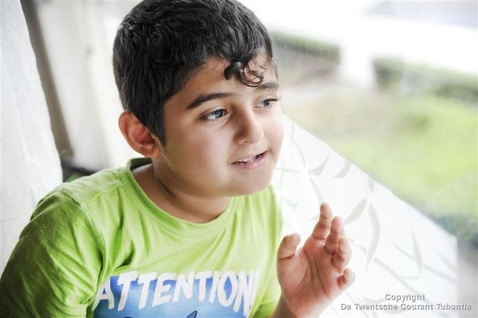 De autistische Emanuel (6) kan moeilijk binnen zitten.