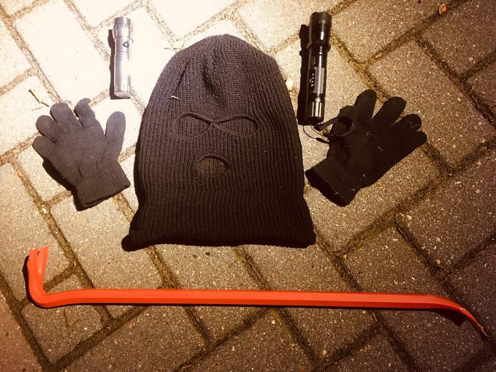 Het inbrekerswerktuig dat in de nacht van zondag op maandag in de auto van het drietal is gevonden in Harderwijk.