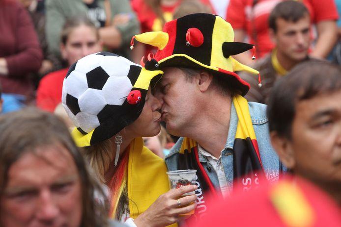 """Kunnen we deze zomer opnieuw dansen op festivals en in elkaars armen springen tijdens een voetbalmatch? Vaccinoloog Pierre Van Damme is hoopvol. """"We moeten ook jongeren dat perspectief kunnen bieden."""""""