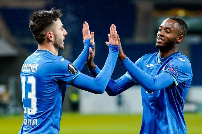Melayro Bogarde (r) en Hoffenheim-ploeggenoot Sargis Adamyan vieren een treffer tegen Slovan Liberec.