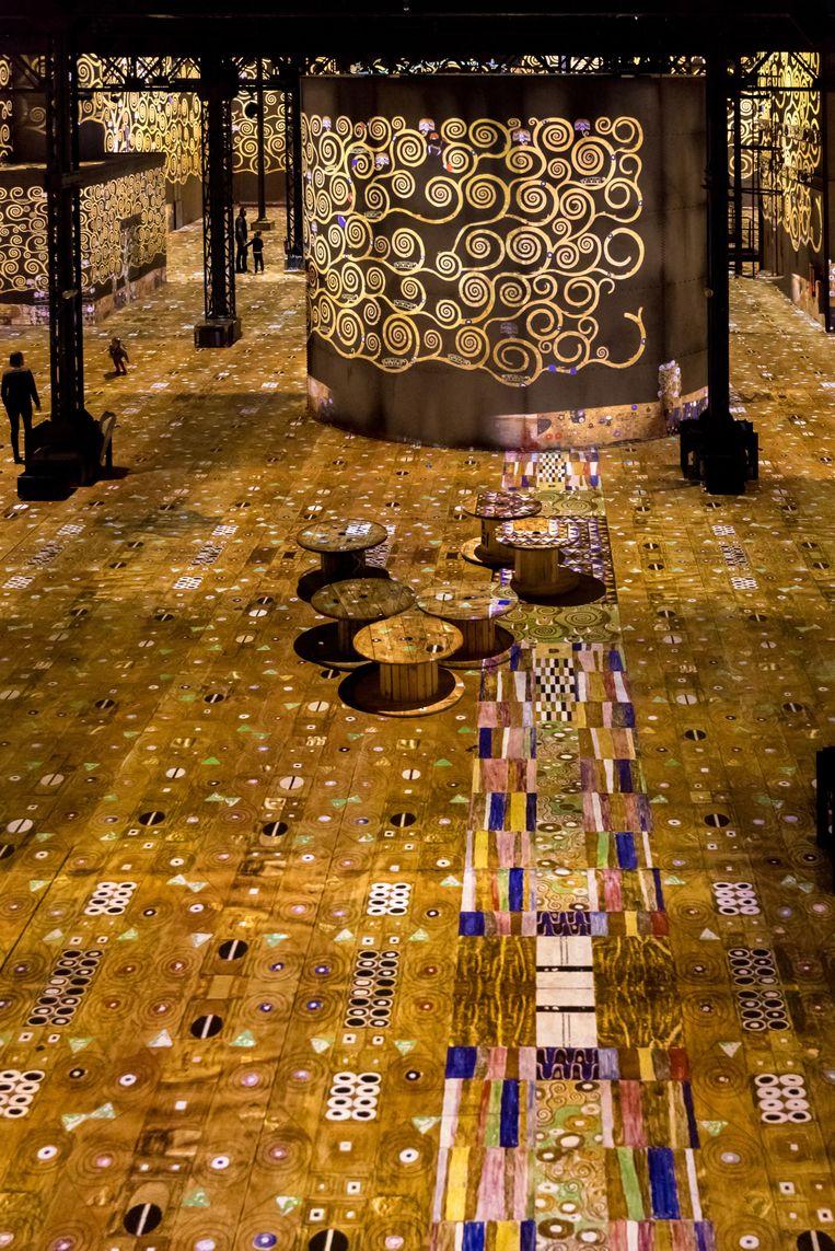 Door het gebruik van digitale technologie worden mensen bereikt die anders Klimt of Van Gogh niet zouden kennen. Beeld Culturespaces - E. Spiller
