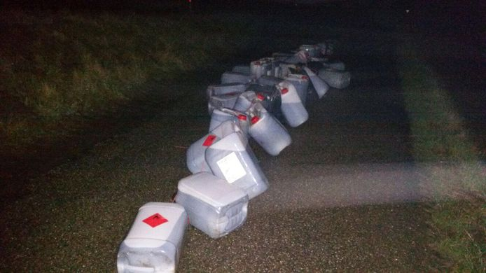 De gedumpte jerrycans in Rilland met drugsafval