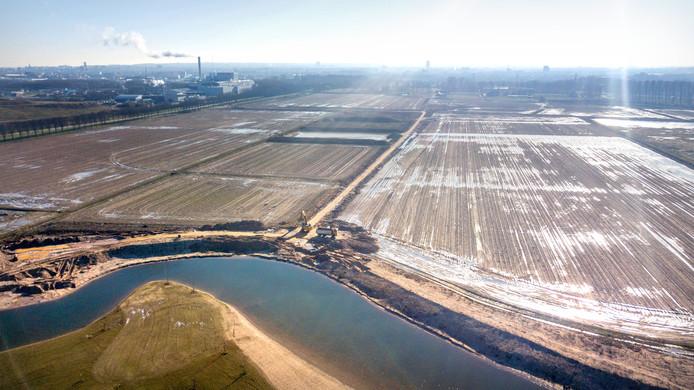 De ontzanding van de Beuningse Plas gaat straks  heel wat overlast geven vrezen Nijmeegse ondernemers bij het Maas-Waalkanaal. Ze vrezen de zandtransporten.