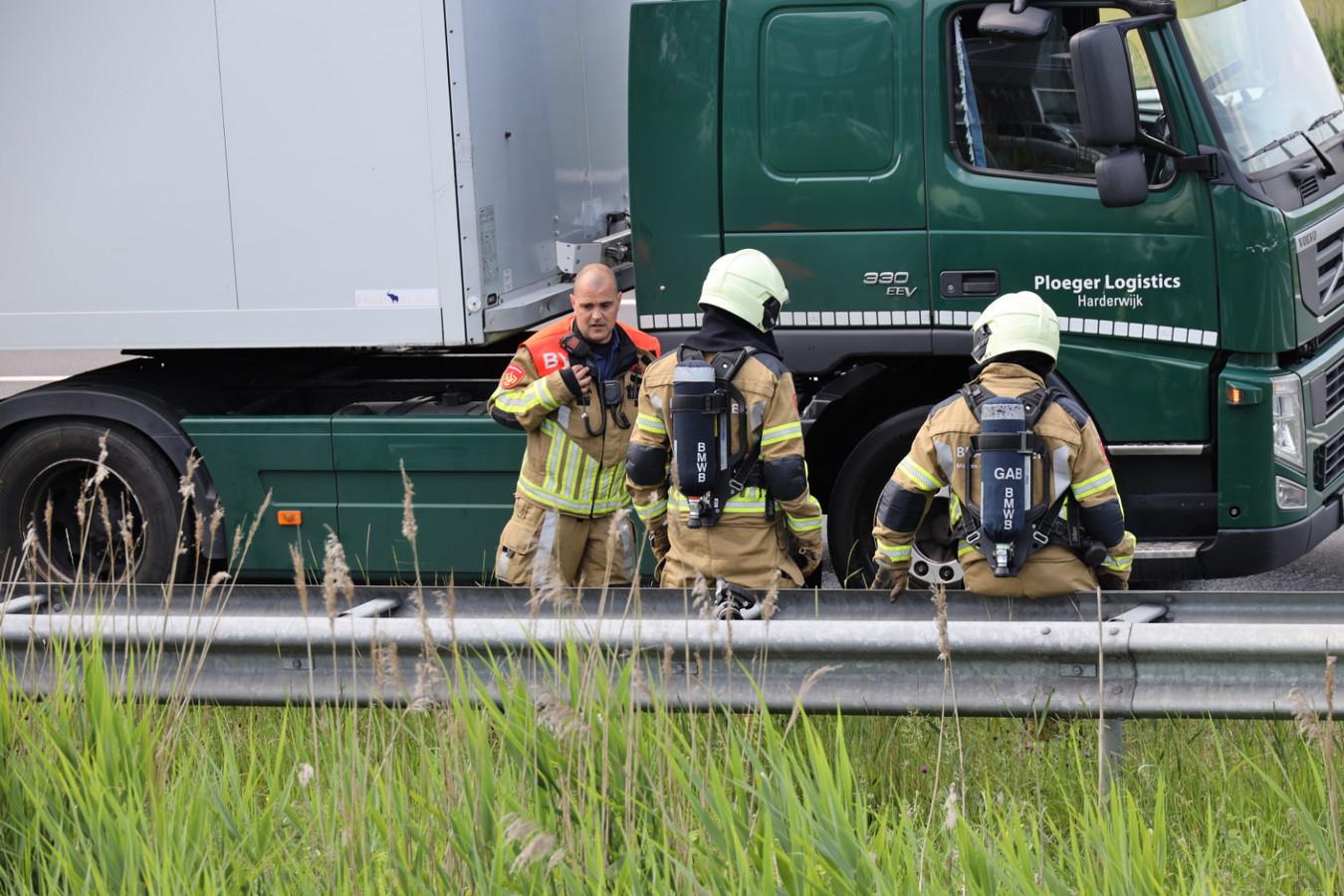De brandweer kwam ter plaatse om de remmen te koelen