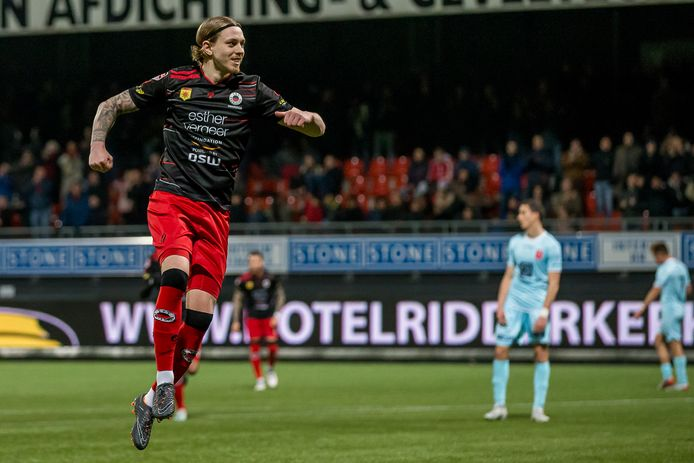 Elias Mar Omarsson maakte een van de twee doelpunten in de competitie tegen de Limburgers (2-0 zege).