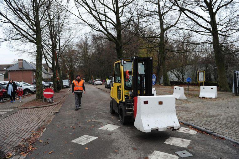 De betonblokken tegen sluipverkeer worden verwijderd.