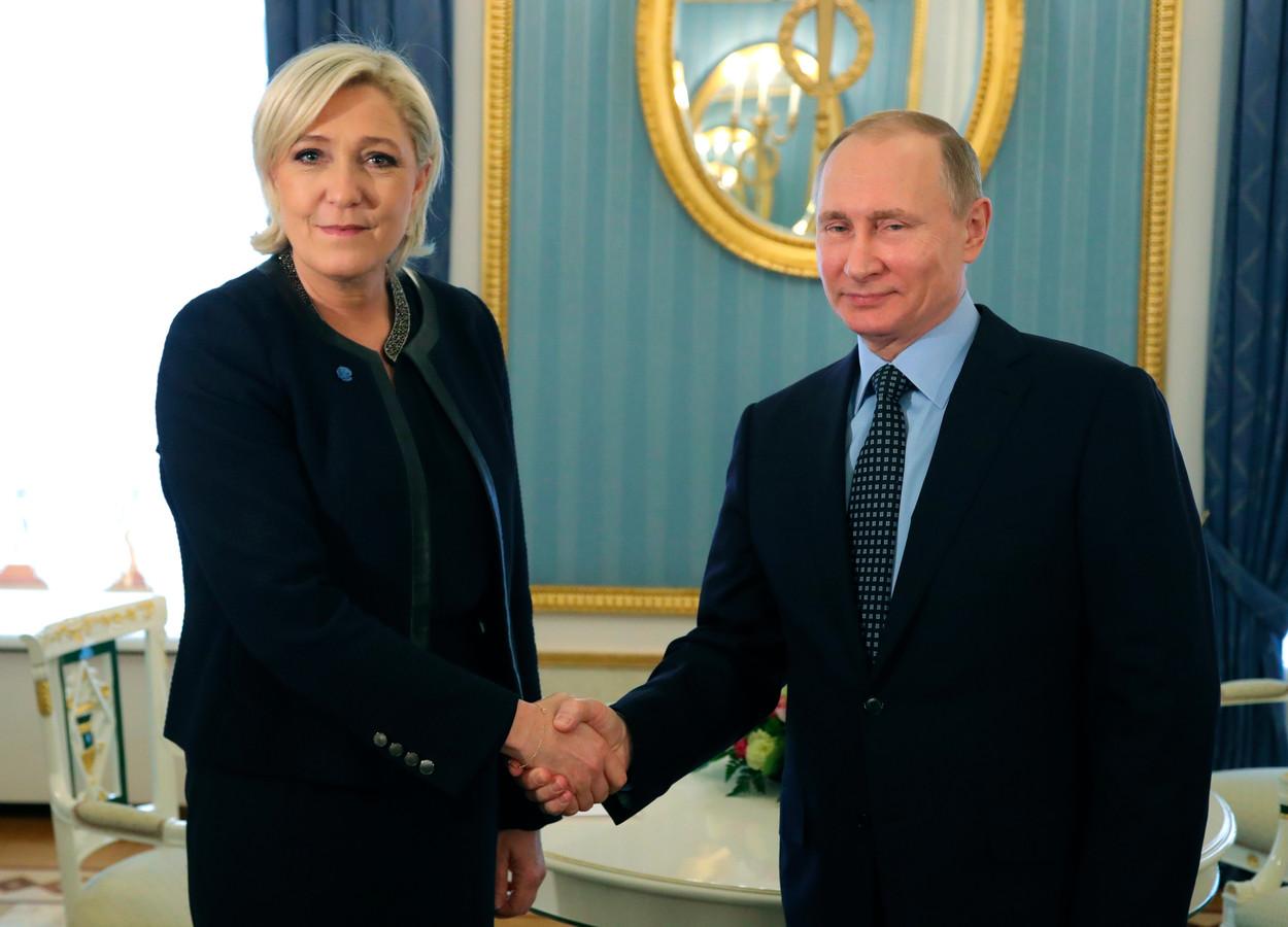 Marine Le Pen op bezoek bij de Russische president Poetin.