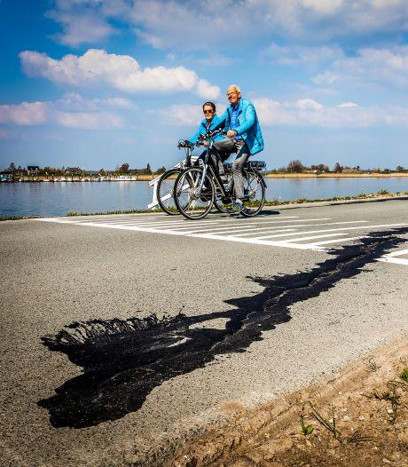 Hoogleraar: Dijk 'lekgeprikt', kans op dijkdoorbraak tussen Nieuw-Lekkerland en Groot-Ammers