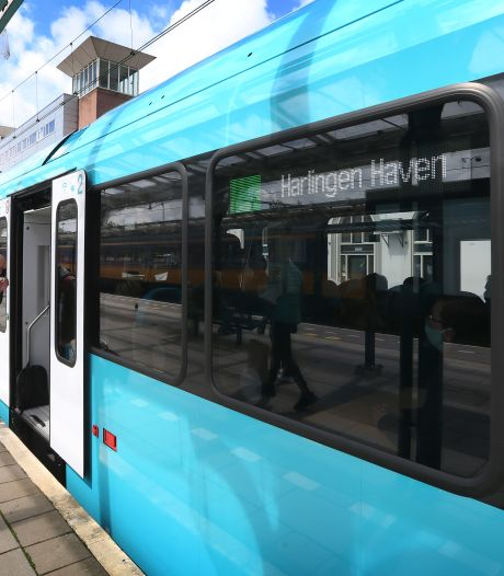 Bestuurder gewond na aanrijding met trein in Harlingen