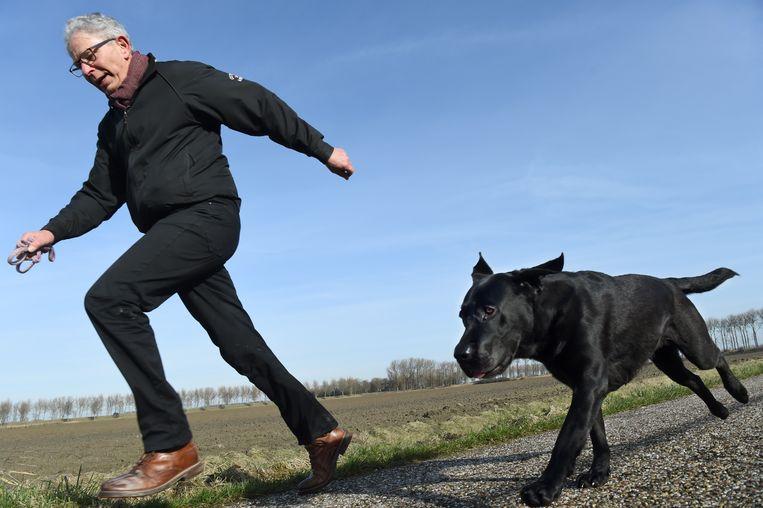 Gary Yanover pleit voor het afschaffen van de hondenbelasting en hoopt dat via de Tweede Kamer te regelen. Beeld Marcel van den Bergh