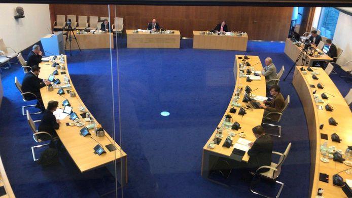 Bij de gemeenteraadsvergadering van 7 april in Den Bosch werd extra afstand tussen de raadsleden ingebouwd.