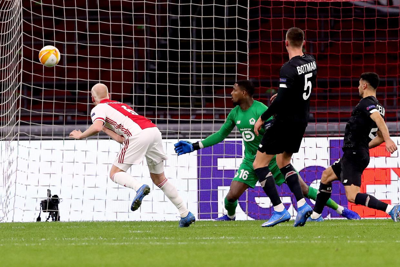 Davy Klaassen scoort de 1-0 tegen Lille OSC (2-1).  Beeld Getty Images