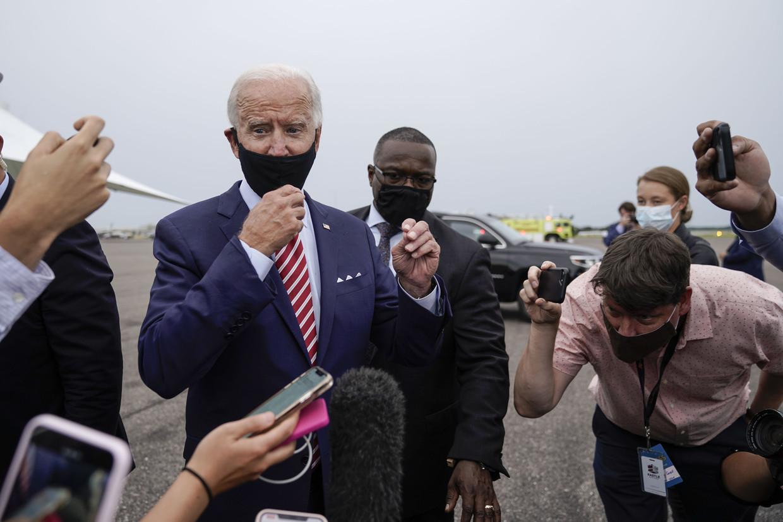 De Democraat Joe Biden op Tampa International Airport, na een meeting met veteranen. Beeld AFP