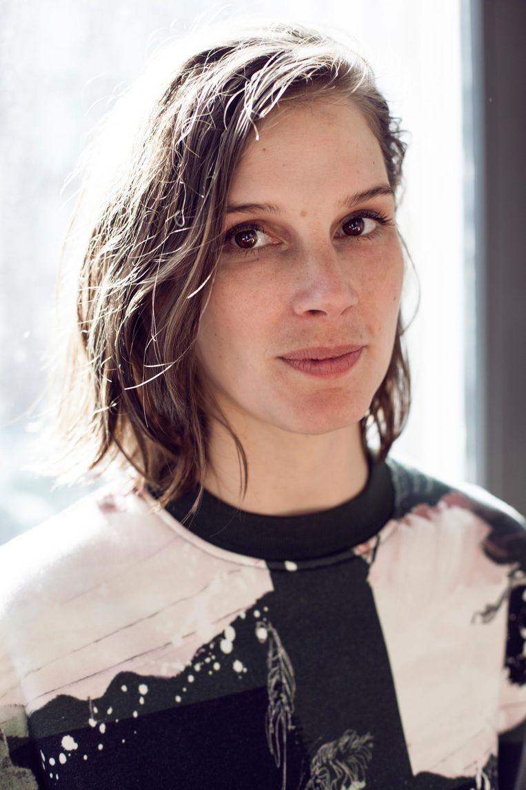 Lilian Stolk: 'De meestgebruikte emoji is Tears of Joy, het gezichtje dat moet huilen van het lachen' Beeld Linda Stulic