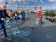 Utrechters trekken massaal naar (bouw)markten en tuincentra om verveling tijdens corona-quarantaine te voorkomen: 'Even eruit'